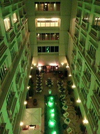 Innenhof / Bar Hotel de l'Opera Hanoi