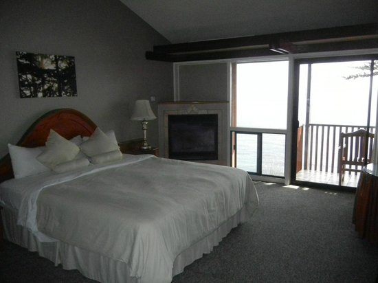 Ragged Point Inn and Resort: King Deluxe Cliff Side Room
