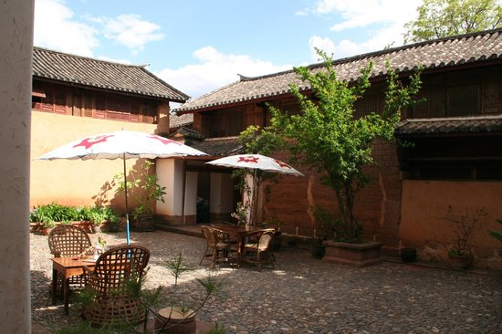 Shaxi Laomadian Lodge: Dining Courtyard