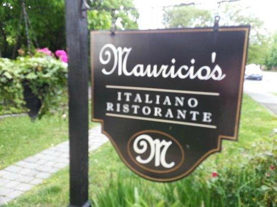 Mauricio's Italian Restaurant: Beautiful May afternoon at Mauricio's