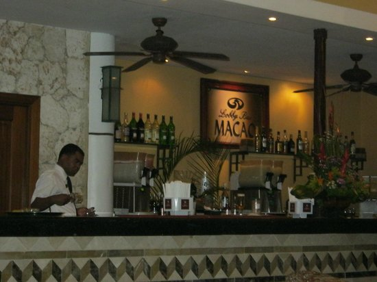 Grand Palladium Punta Cana Resort & Spa: Macaobar (Lobbybar)