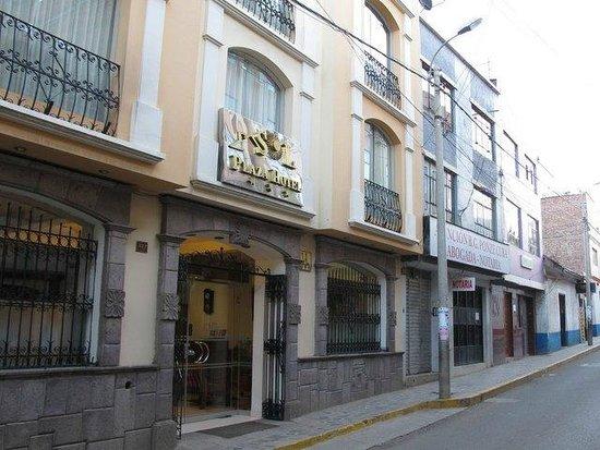 Sol Plaza Hotel Puno: Main entance