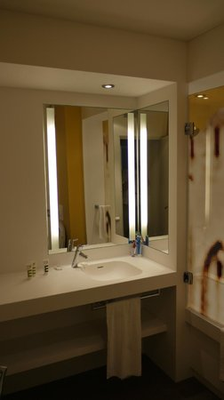 Mercure Avignon Centre Palais des Papes : smart bathroom