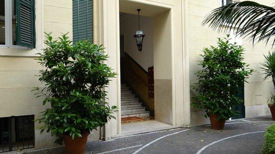 The Center of Rome B&B: binnenplaats