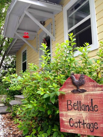 Front Beach Cottages: Entry to Bellande Cottage