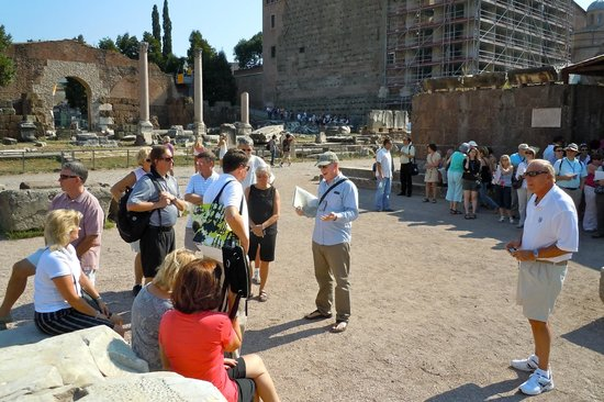 Stuart Harvey - Private Day Tours : Touring the Roman Forum with Stuart Harvey