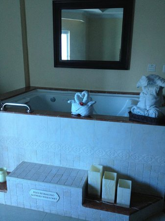 The Royal Playa del Carmen: Jacuzzi Bath