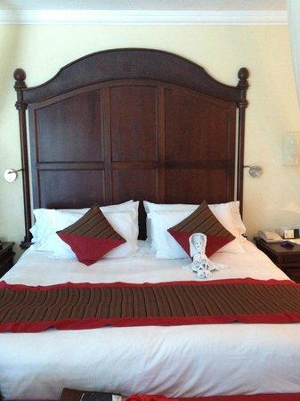 The Royal Playa del Carmen: HUGE bed