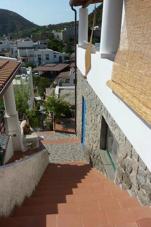 Residence La Villetta: Uno dei vialetti interni