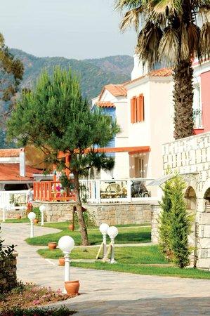 Neilson Adakoy Beachclub: Pathways winding through the resort and gardens