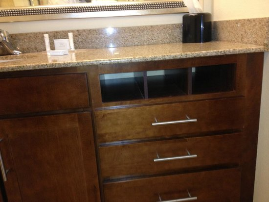 Residence Inn Aberdeen at Ripken Stadium : Residence Inn staff assured me drawer is not missing :-)