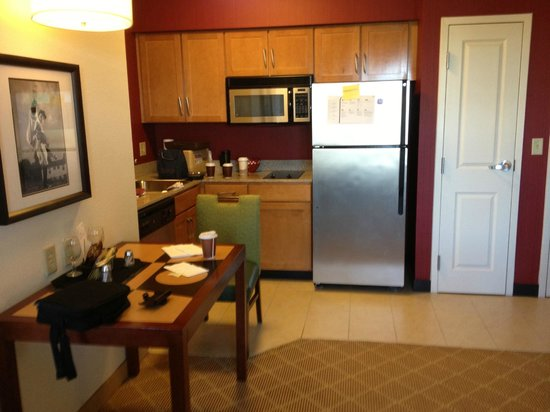 Residence Inn Aberdeen at Ripken Stadium : Efficiency Size -- Dining/Kitchen area