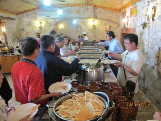 Al Qantarah : buffet line
