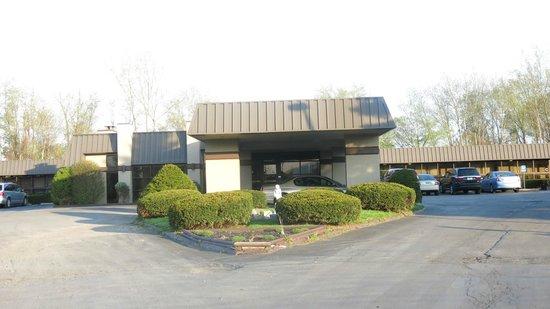 Best Western Gateway Adirondack Inn : Front entrance