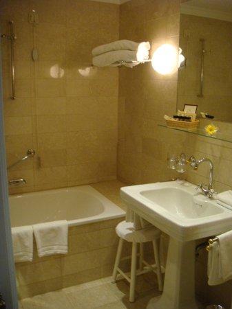 Hotel Sacher Salzburg: Bath