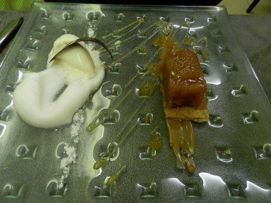 L'Assiette Roannaise : Tarte tatin revisitée, glace vanille et son émulsion aux pommes