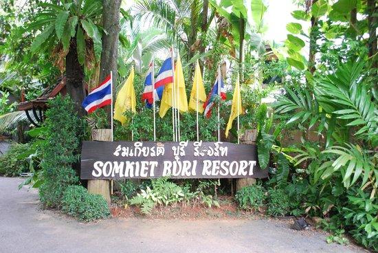 Somkiet Buri Resort: Entrance of the resort