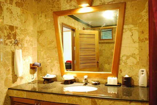 Somkiet Buri Resort: Inside the bathroom...
