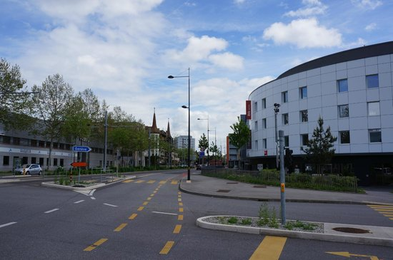 Ibis Geneve Petit Lancy: hotel's building