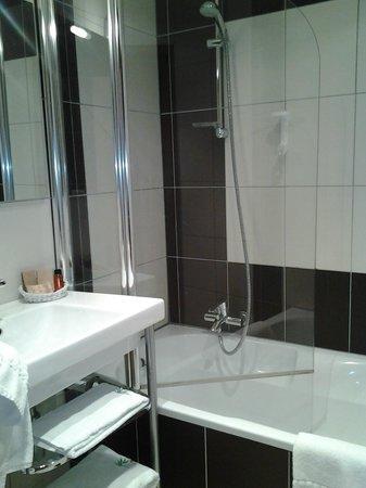 Hotel La Mainaz : Salle de bains