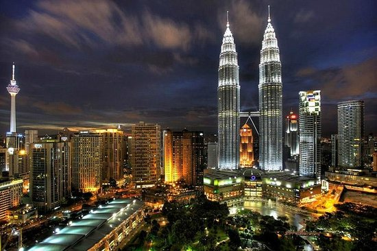 Traders Hotel, Kuala Lumpur: This is the view from our room at night.