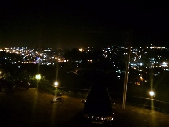 Berry Hills Resort: night view from room 302 with our duster in fore ground