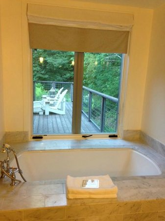 Farmhouse Inn: Bathroom looking over private patio