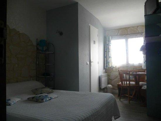 Hotel les Embruns : espace chambre standard