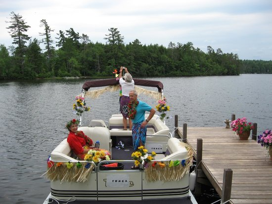 Dragonflies B&B: Boat Parade Decorating