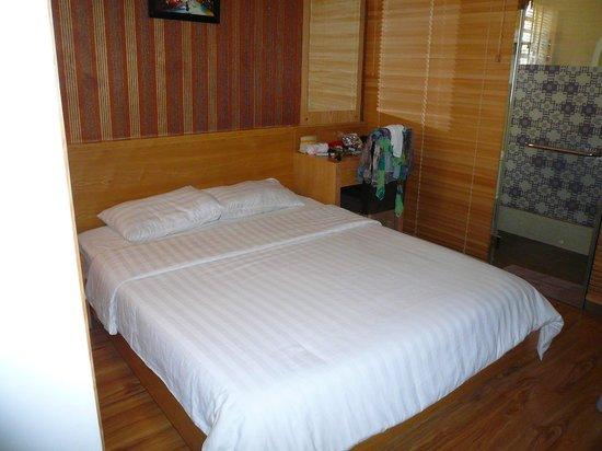 Tu Linh Palace Hotel: LE LIT