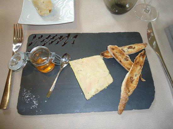 Pavillon Limere : ENTREE Foie gras de canard truffé au torchon fines aux raisins toastés