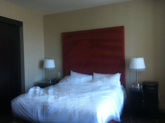 Palms Place Hotel and Spa: Big bed