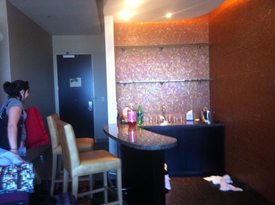 Palms Place Hotel and Spa: Bar