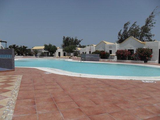 Fuerteventura Beach Club: One of the pool areas
