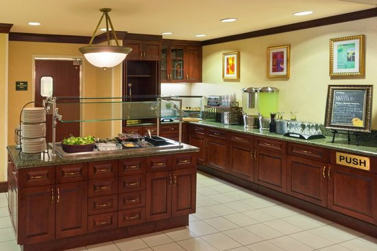 Homewood Suites Gainesville: Complimentary Evening Social