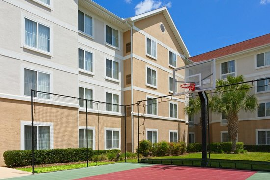 Homewood Suites Gainesville: Sport Court