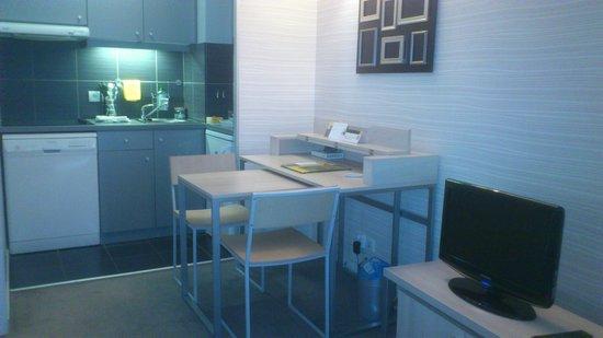 Adagio City Aparthotel Montrouge: Cocina