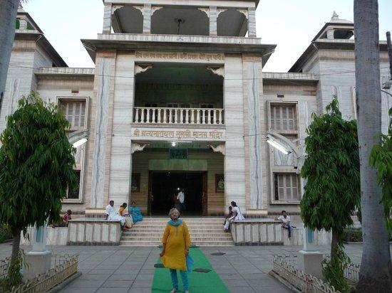 Tulsi Manas Temple : Shri Satya Narayan Tulsi Manas Mandir