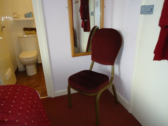 Royal Sportsman Hotel: Note proximity of door to chair and bathroom.
