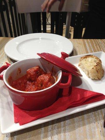 Rossopomodoro: sad meatballs