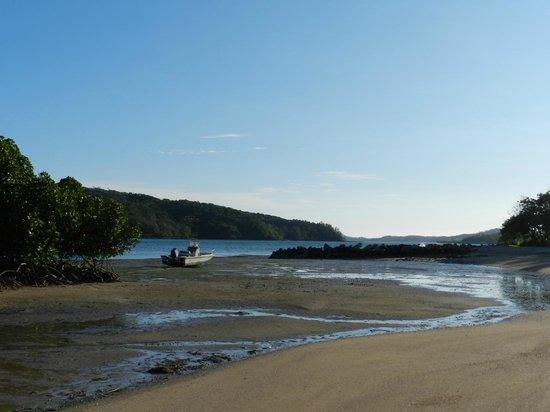 Navutu Stars Fiji Hotel & Resort: NAVUTU STARS LOW TIDE