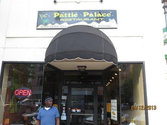 Pattie Palace: entrance