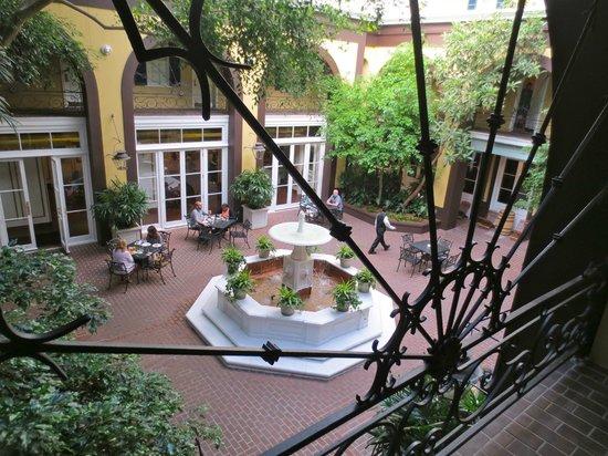 Hotel Mazarin : Main Courtyard - Breakfast area