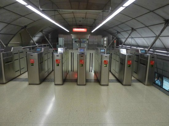Bilbao subway system (Metro Bilbao) : entrance and exit gates