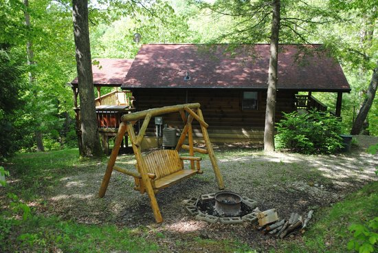 Buckeye Cabins: Side yard, swing.. fire ring