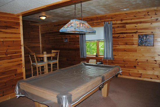 Buckeye Cabins: Downstairs game room