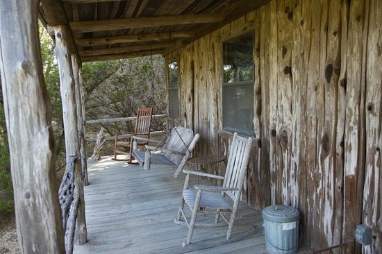 Southwind Bed and Breakfast: Mariah cabin - porch with swing seat