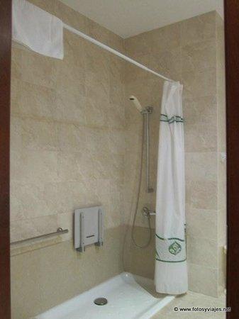 Hotel Mendez Nunez: Baño