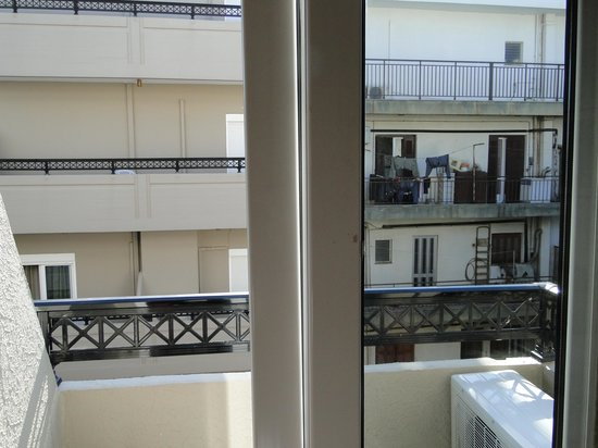 Arkadi Hotel: vue chambre sur l'arrière