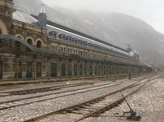 Estación Internacional de Canfranc: Fachada